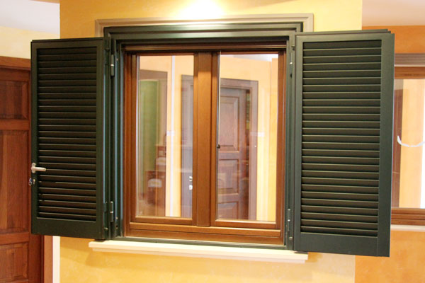 Sistemi di oscuramento persiane avvolgibili cassonetti - Persiane per finestre scorrevoli ...